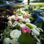 Rolls Royce kāzās, kāzu floristika mašīnai