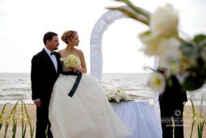 Kāzu ceremonija pie jūras