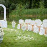 kāzu ceremonija pie dabas