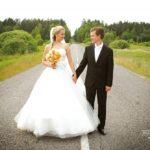 kāzu foto uz lielceļa