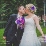 violetie toņi kāzās, jaunais pāris