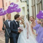 oriģināls kāzu noformējums, lillā toņi kāzās