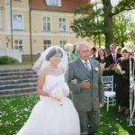 kāzu ceremonija Mālpils parkā