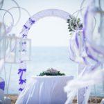 kāzu ceremonija pie jūras, kāzu arka