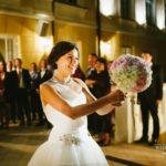 pušķa mešana kāzās