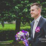 līgavainis nes pušķi līgavai, kāzu rīts