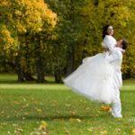 kāzu fotosesija rudenī