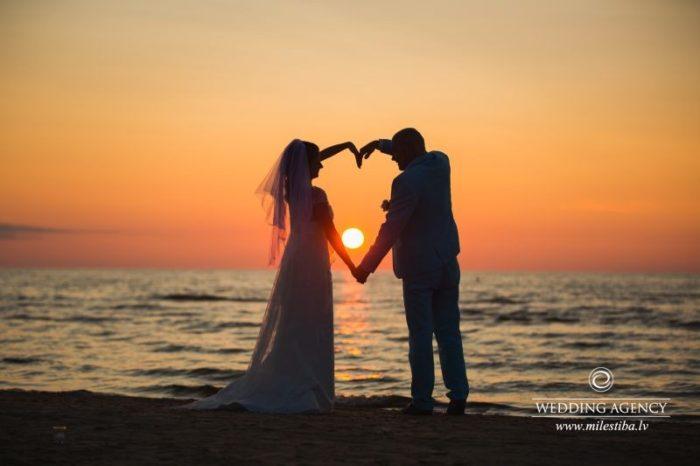 kāzu fotosesija saulrietā, kāzas krievu valodā
