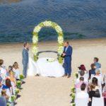 ceremonija pie jūras, kāzas angliski