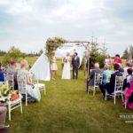 brīvdabas kāzu ceremonija, arka, kāzas divās valodās, multi-language wedding ceremony