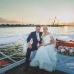 kāzu fotosesija uz kuģīša
