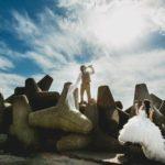 kāzu foto uz mola Ventspilī