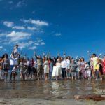 kāzu viesu foto pie jūras, kāzas pie jūras