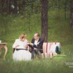 kāzu fotosesija mežā, oriģināls noformējums kāzām