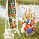 kāzu dekorācijas oranžā un zilā krāsā