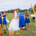 zils un oranžs kāzās, līgavas māsas