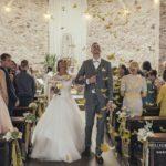 laulības baznīcā, spalvas kāzas