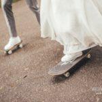 skeitbords kāzās, jaunais pāris, botas kāzās