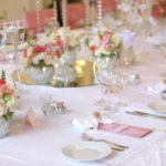 kāzu galdu klājumi, kāzu floristika, laulību ceremonija, tēvs un līgavainis kāzās, Kāzu Aģentūra